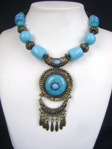 Carved Elegantly With Exquisite Workmanship Western Jewellery at very affordable price